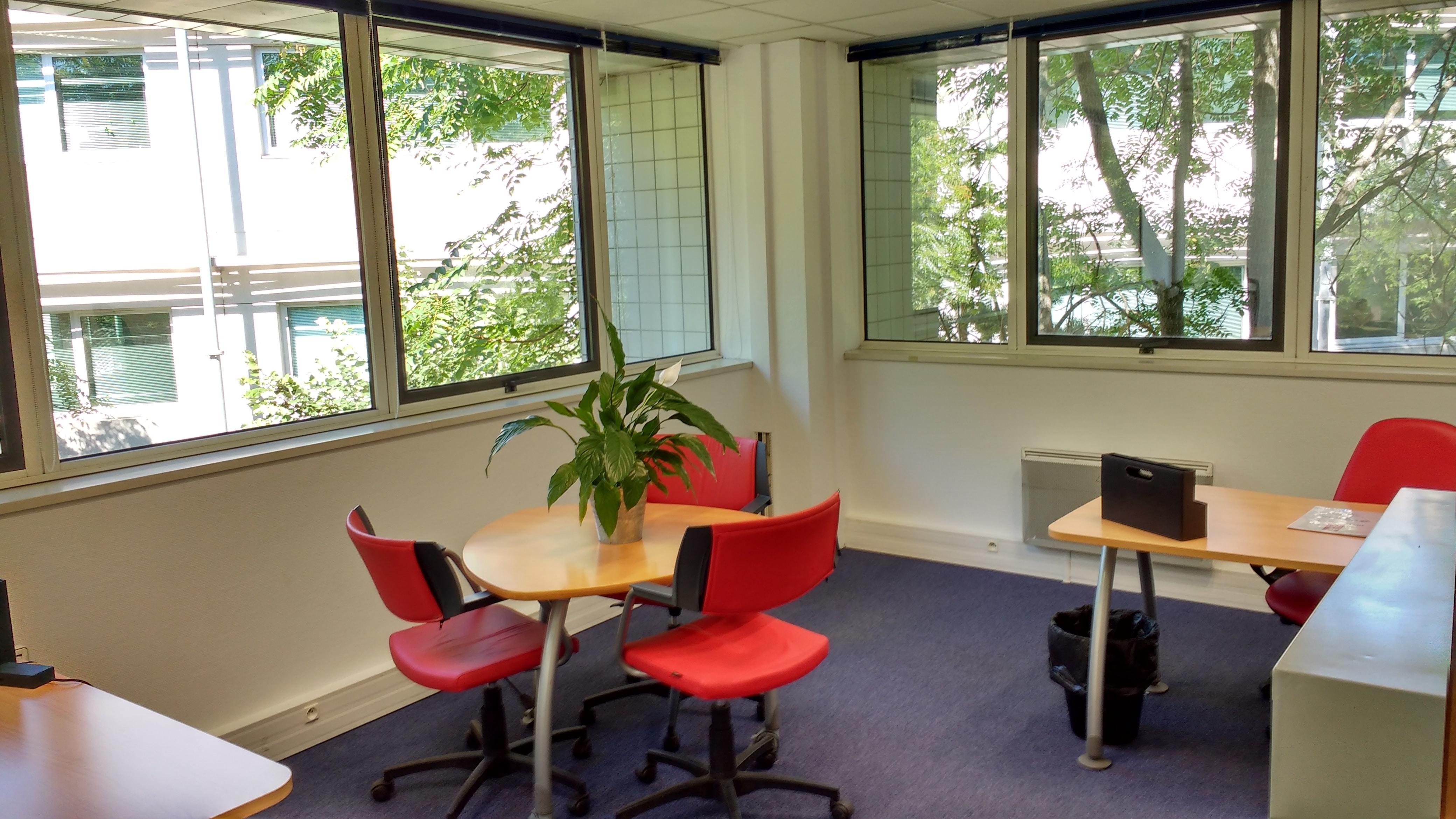 bureau 3 personnes louer toulouse lab ge toulouse espaces affaires. Black Bedroom Furniture Sets. Home Design Ideas