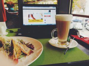 mauvaises habitudes: déjeuner devant son écran