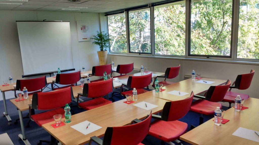 salle de reunion en classe 15 personnes